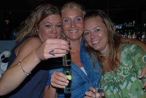 Blue Moon Bar. Anna, Sara och Linda