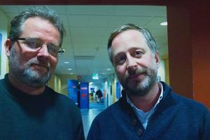 Journalisten Michael Andersen och filmaren Richard Gillespie från tv-kanalen Al Jazeera gör en dokumentär om mordförsöket på Imamen i Strömsund.