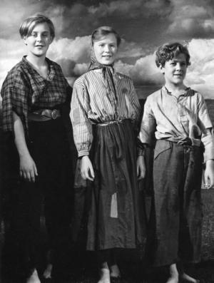Fitinghoffs värld. De av de sju barnen i filmversionen av Laura Fitinghoffs berömda barnbok. Egentligen är hon nog bara känd för den trots att hon var en produktiv författare.