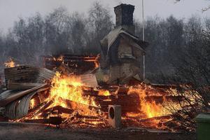 Bara skrostenen stod kvar efter den våldsamma branden i december 2013.