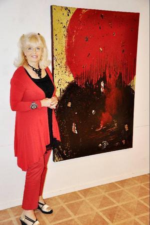 """Den stora målningen """"Big bang"""" målade Margareta Sjödin efter den stora branden i Californien 1995. Den är en bild av familjens trauma, då deras hus förstördes, men kan också få en vidare tolkning som en bild av jordens undergång."""