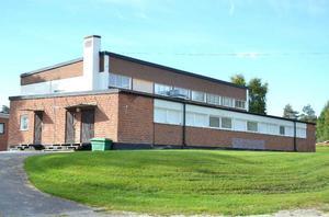 Den äldsta idrottshallen av de två vid Svenstaviks skola är i mycket dåligt skick. På onsdagens sammanträde tar kommunstyrelsen i Bergs kommun upp frågan.