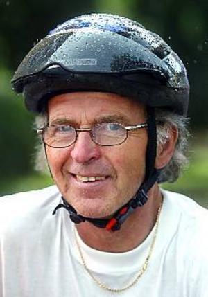 Foto: Annakarin Björnström Parkinsondrabbad. Bernt är 60 år. För tolv år sedan fick han diagnosen Parkinson. Nu cyklar han från Örnsköldsvik tillStockholm.