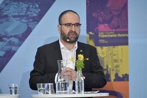 IT-minister Mehmet Kaplan har hittills inte visat framfötterna i bredbandsfrågorna.