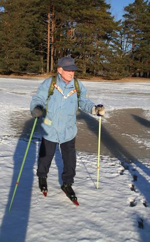 Gunnar Karlsson från Storvik ska åka skridsko på den plats där han om somrarna paddlar kanot.