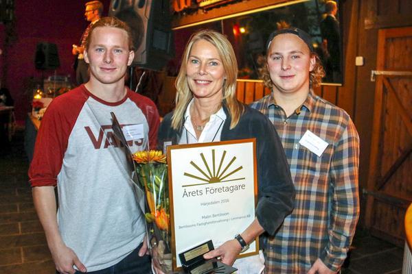 Emil, Malin och Rasmus Bertilsson. Saknas på bild gör pappa Tomas och systern Victoria.