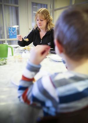 Linda Claesson, förskollärare på Linnéans förskola tycker det är bra att man kan bjuda på klimatsmart mat.