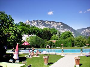 Ett fint utomhusbad fanns i Elbach alldeles bakom pensionatet vi bodde på.