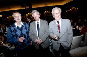 Sandvik-pensionärer avtackades. Från vänster Sture Lund, Rolf Andersson och Kjell Backman.