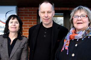 Startar samarbete. Susanna Stark, rektor på folkhögskolan, Johan Ehrenberg, vd Etc, och Susanne Grundström, ordförande i Hällefors folkhögskola.