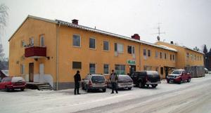 Det här huset är ett av tre i Gällö som sedan härom dagen konverterats från olje- till fliseldning.