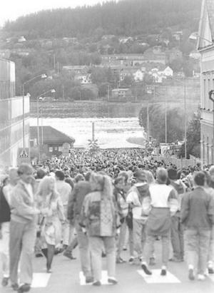 Även 1987 var det mycket folk som vallfärdade mellan Badhusparken och torget.