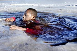 """""""Jag ska doppa mig tre gånger"""" säger tolvåriga Chardy Matona."""