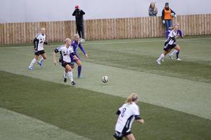 Ulrika Redjemark gjorde två av BK30:s mål i mötet med Holmalund.