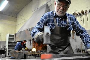 I slag. Kent Persson är ordförande för föreningen Stripasmederna som växer så det knakar.