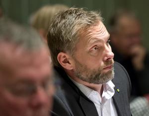 Stefan Dalin ställer sig frågande till Timråpartiets kovändning när det gäller skattehöjning.