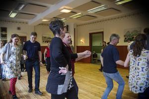 Deltagarna dansade till tonerna av Järvsö spelmanslags senaste skiva.