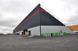 BLEV DYRT. Bygget av Tierp Arena blev dyrare då de hade så kort tid på sig. Hittills har ägarna lagt ner 100 miljoner i arenan.