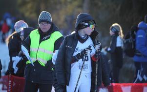 Spänd väntan inför start. Gustav Pålsson, Utrikes SK, laddar för jaktstarten där han till slut skar mållinjen som tvåa i H13.