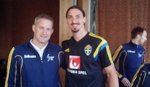 Stefan Jonsson, från Edsbyn, med Paris Saint-Germain-stjärnan Zlatan Ibrahimovic.