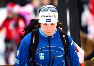 En mycket besviken Charlotte Kalla packade ihop efter tremilen. Nu tar hon sikte på OS nästa år.