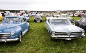 Ett stort antal bilar ställde upp och tävlade för att vinna publikens gunst i klassen peoples choice.