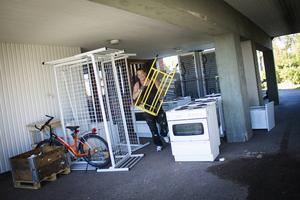 Tobias Ekstrand fyndade 10 uppsättningar med bland annat kylskåp och frysar. Han vill höja standarden på sin nyligen ärvda fastighet i Söderhamn.