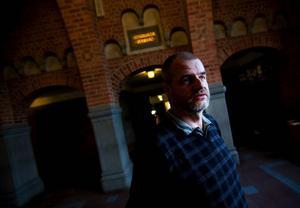 """""""Socialdemokraterna hade ett möte där man tog ett inriktningsbeslut om att inte lägga ner fritidsgårdarna, att bevara det mesta möjliga"""", säger Björn Sandal (S), ordförande i barn- och utbildningsnämnden i Östersund."""