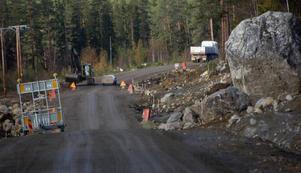 För drygt 30 miljoner kronor skall den på senare tid ökända vägen mellan Stugun och Skyttmon åter bli väg.