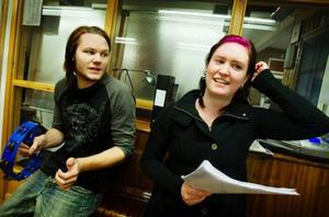 """Simon Käthner och Emilia Wallin ingår i bandet """"The Frejz"""" som spelar upp till dans på fredag."""
