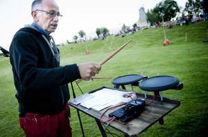 I 17 år har Eje Berglund stått bakom fyrverkeriet på Festival Salute. Numera styr han det genom elektroniska trummor.