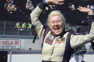 Alltid lika glada Anita Mäkelää från Finland vann Top fuel.