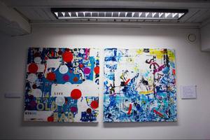 Kajsa-Tuvas målningar förstärks med poesi.