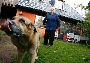 Anna-Lisa Andresen och hennes sambo Arne Elmsund har bott i Andersberg och i sitt friköpta radhus sedan huset var sprillans nytt 1975.– Vi bodde i lägenhet i Sätra innan, och tyckte det skulle vara trevligare att få bo i ett eget hus.