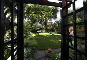 LUMMIGT. Trädgården var igenväxt när familjen köpte huset för 17 år sedan.