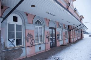 I januari i år utsattes stationsbyggnaden i Storvik för omfattande klotter.