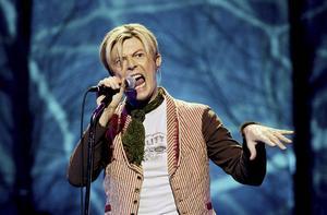 David Bowie under en konsert i Oslo 2003.