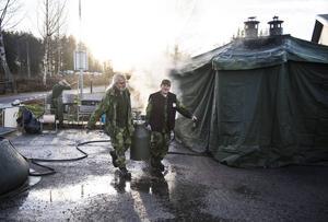 Jack Rönström, Matfors och Per Carlsson, Ljungaverk går utbildningen och är snart färdiga fältkockar.