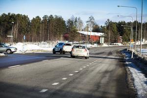 Korsningen vid Övergård längs Riksväg 90.