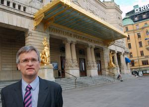 Teater är ett av Peter Semnebys intressen. Dramaten i Stockholm har han besökt flera gånger.