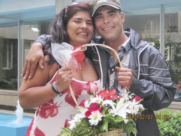 Första mötet. Lucila bröt ihop när hon fick träffa sin bror Juan för första gången. Trots att hon inte sett någon i sin släkt på 40 år har hon tagits emot av familjen som om hon inte ens varit borta en dag.
