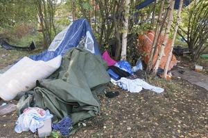 EU-migranterna bor i flera tillfälliga läger, bland annat på  Alderholmen.