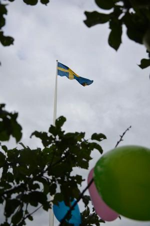 Flaggan i topp för jubilaren.