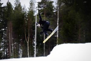Åkarna åkte både skidor och snowboard.