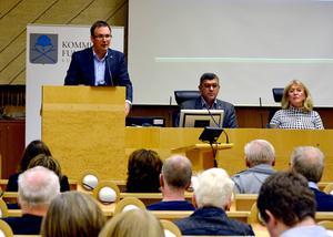 Kommunalrådet Peder Björk (S) fick ta emot kraftig ekonomisk kritik av oppositionen.
