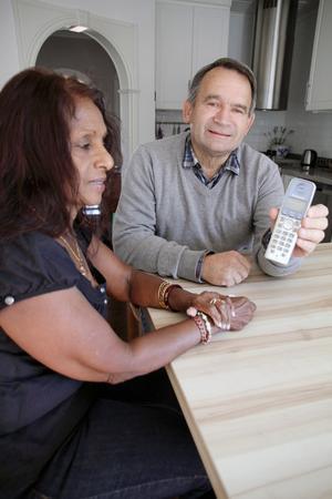 """Spår efter bedragaren. Siffrorna """"00321221"""", början på ett internationellt nummer, registrerades i den fasta telefonens minne. Bedragarna inriktar sig på fasta telefonförbindelser, eftersom det främst är äldre, som ofta inte kan så mycket om ny teknik, som har kvar sina fasta telefoner.Foto: Mats Adolfsson"""