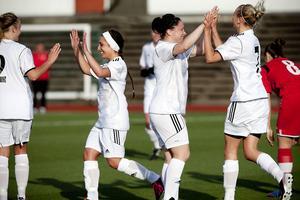 Selånger jublade en gång, två gånger och till slut hela åtta gånger. Här har Angelina Lindholm Forsell just gjort 2–0 till Selånger.