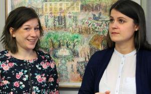 Sara Sundkvist och Karin Nordlund kommer under ett år att få en unik inblick i hur Avesta kommuns alla förvaltningar och bolag arbetar. Foto: Eva Högkvist