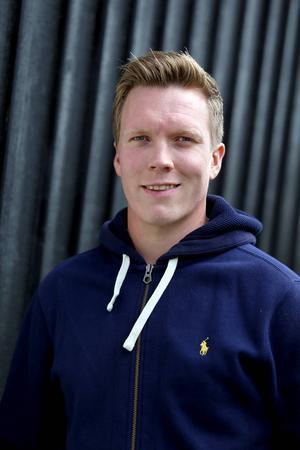 Efter att Mikael Andersson och en fastighetskoncern börjat sponsra Bollnäs Bandy värvades Daniel Berlin förra året.