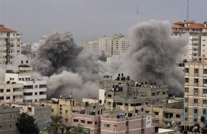 27 december. Minst 225 palestinier dör under israeliska flyganfall mot Hamas-baser i Gaza.